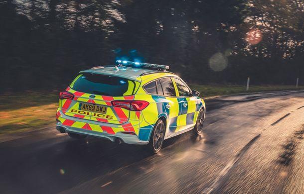 Pentru urmăriri în off-road: pick-up-ul sport Ford Ranger Raptor intră în flota poliției din Marea Britanie - Poza 12