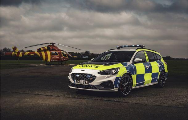 Pentru urmăriri în off-road: pick-up-ul sport Ford Ranger Raptor intră în flota poliției din Marea Britanie - Poza 13