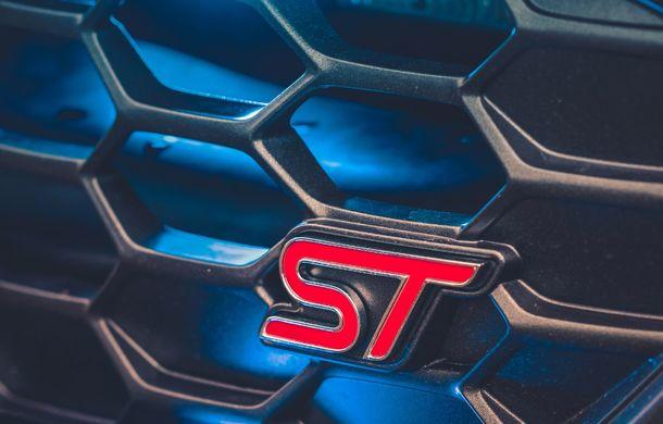 Pentru urmăriri în off-road: pick-up-ul sport Ford Ranger Raptor intră în flota poliției din Marea Britanie - Poza 16