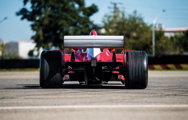 Monopostul Ferrari pilotat de Michael Schumacher în sezonul din 2002 a fost vândut la licitație: suma încasată trece de 6.6 milioane de dolari - Poza 4