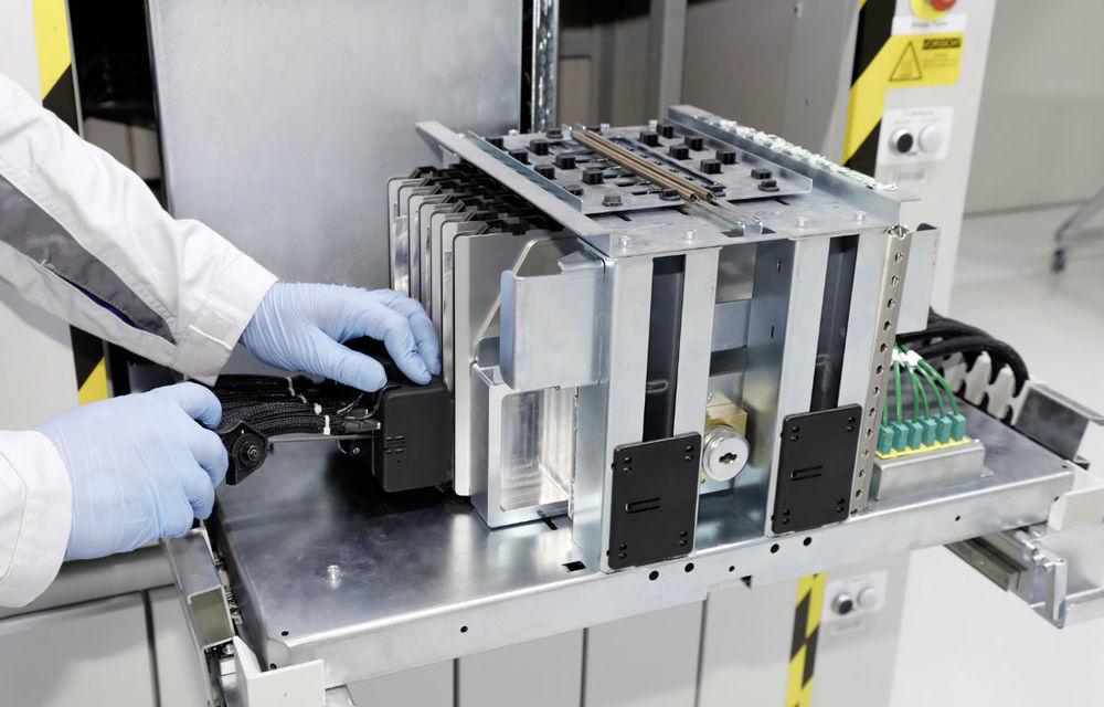 Subvenții de 3.2 miliarde de euro pentru producţia de baterii electrice în Europa: printre beneficiari se numără BMW, PSA și Opel - Poza 1