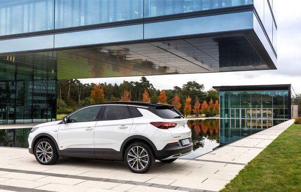 Opel introduce o nouă versiune plug-in hybrid în gama Grandland X: SUV-ul dezvoltă 224 CP și promite o autonomie electrică de până la 57 de kilometri - Poza 3