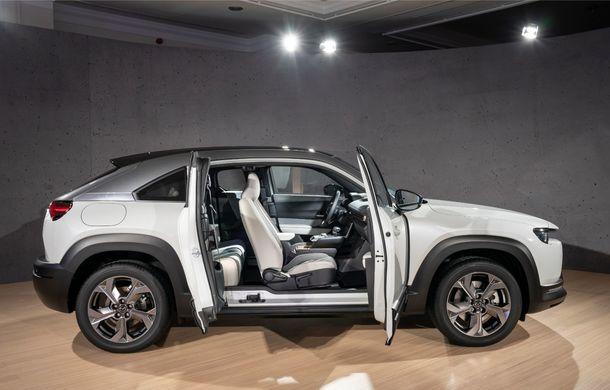 Mazda MX-30 sub lupă: am condus prototipul primului model electric Mazda - Poza 42