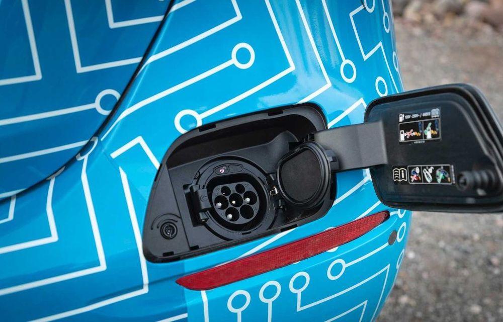 Primele imagini și detalii referitoare la Mercedes-Benz Clasa E facelift: versiuni mild-hybrid și plug-in hybrid, interior îmbunătățit și tehnologii de conducere semi-autonomă - Poza 26