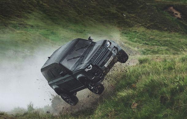 Video. Câteva dintre cascadoriile noului Land Rover Defender pregătite pentru pelicula James Bond: No time to die - Poza 1