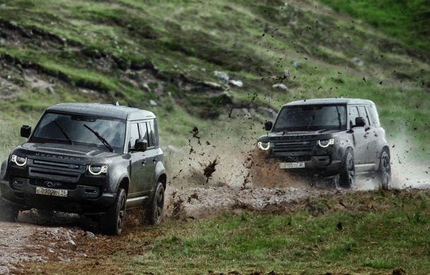 Video. Câteva dintre cascadoriile noului Land Rover Defender pregătite pentru pelicula James Bond: No time to die - Poza 4