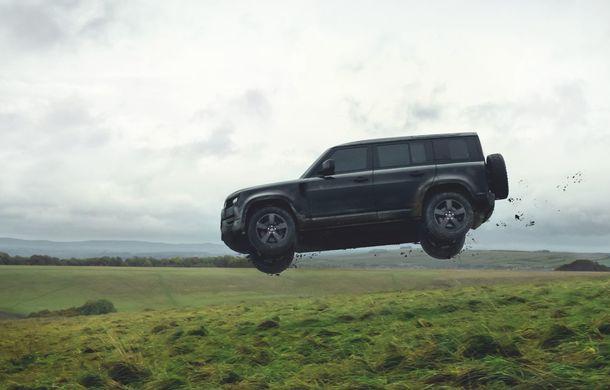 Video. Câteva dintre cascadoriile noului Land Rover Defender pregătite pentru pelicula James Bond: No time to die - Poza 3