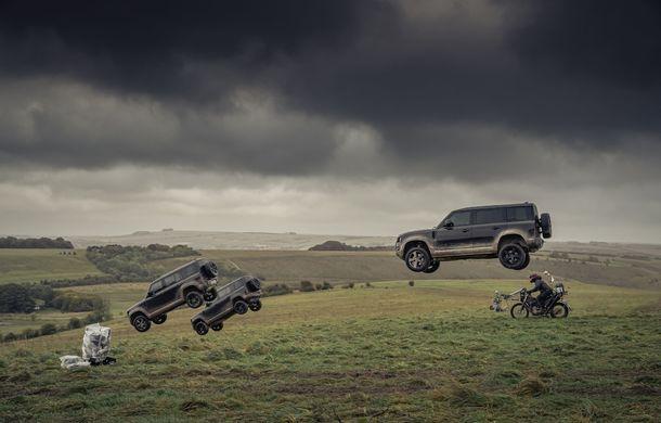 Video. Câteva dintre cascadoriile noului Land Rover Defender pregătite pentru pelicula James Bond: No time to die - Poza 2