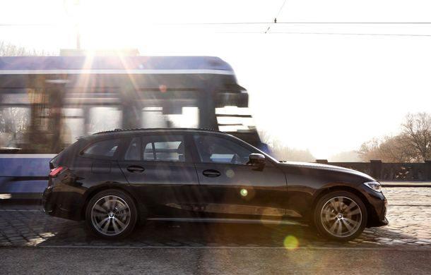 BMW lansează o versiune plug-in hybrid pentru Seria 3 Touring: putere totală de până la 292 de cai și autonomie electrică de 65 de kilometri - Poza 2
