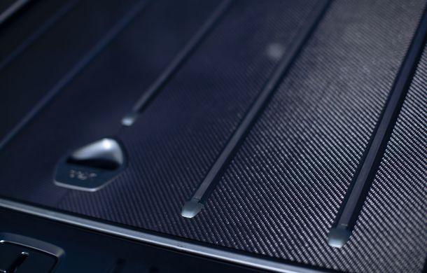 Divizia Q a pregătit accesorii speciale pentru Aston Martin DBX: SUV-ul poate fi comandat cu o consolă centrală fabricată din 280 de straturi din fibră de carbon - Poza 11