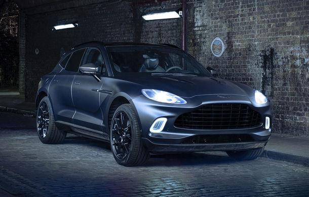 Divizia Q a pregătit accesorii speciale pentru Aston Martin DBX: SUV-ul poate fi comandat cu o consolă centrală fabricată din 280 de straturi din fibră de carbon - Poza 1