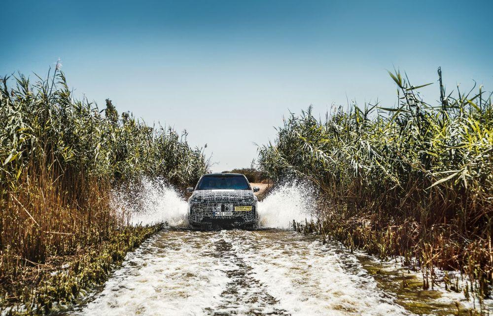 Imagini noi sub camuflaj cu viitorul BMW iNext: SUV-ul electric este testat în deșertul Kalahari - Poza 4