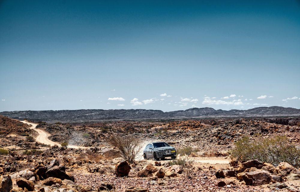 Imagini noi sub camuflaj cu viitorul BMW iNext: SUV-ul electric este testat în deșertul Kalahari - Poza 3