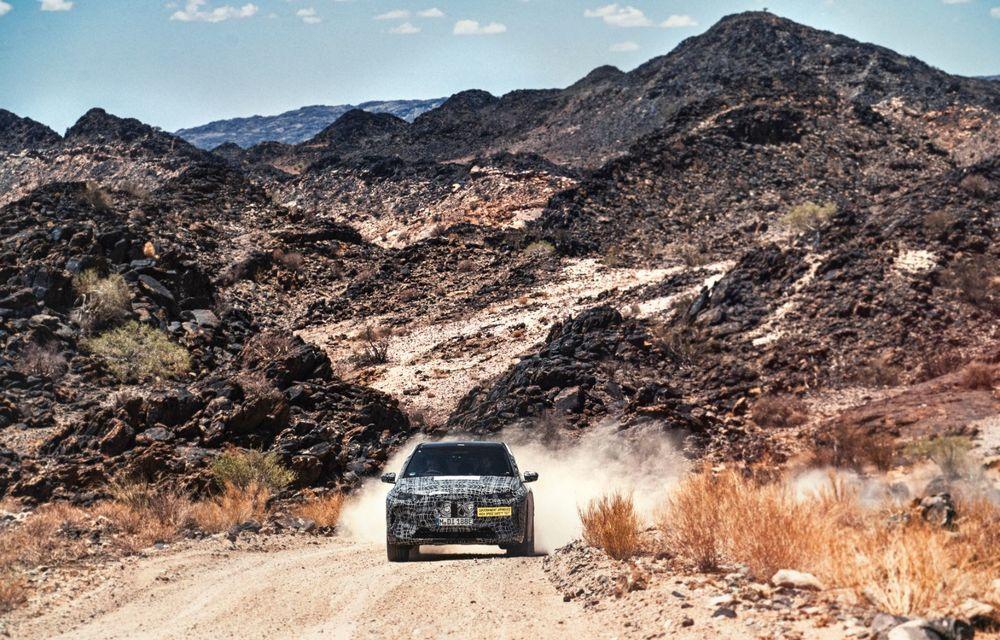 Imagini noi sub camuflaj cu viitorul BMW iNext: SUV-ul electric este testat în deșertul Kalahari - Poza 6