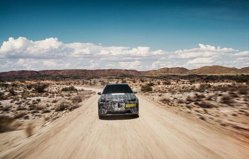 Imagini noi sub camuflaj cu viitorul BMW iNext: SUV-ul electric este testat în deșertul Kalahari - Poza 5