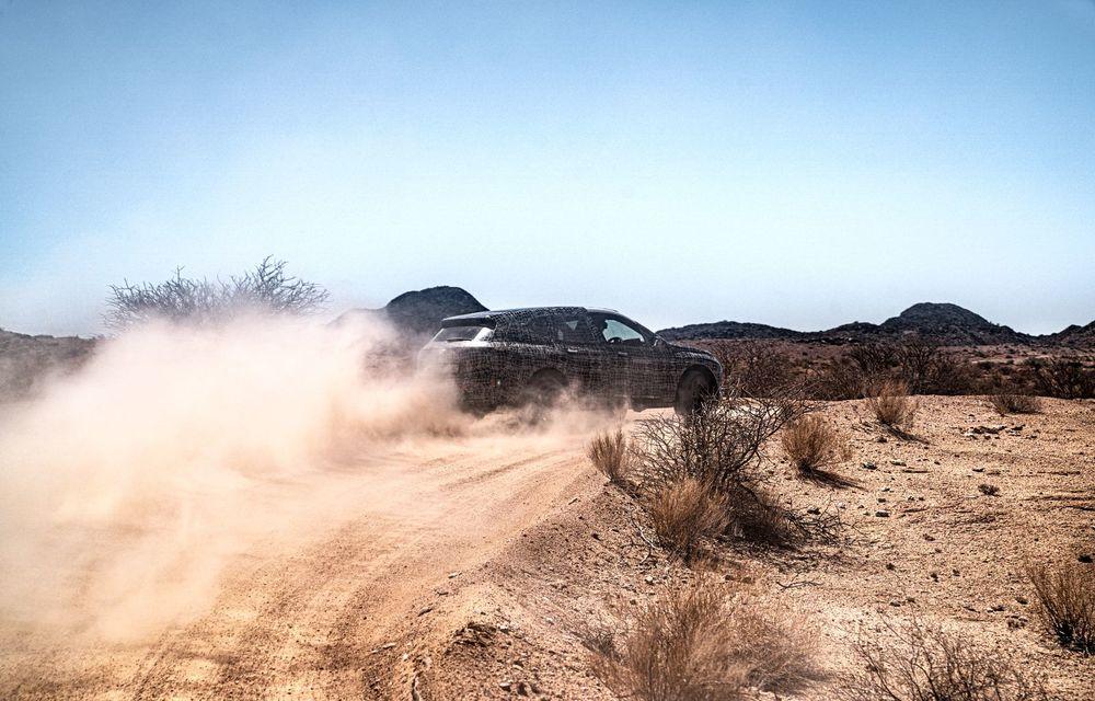 Imagini noi sub camuflaj cu viitorul BMW iNext: SUV-ul electric este testat în deșertul Kalahari - Poza 11