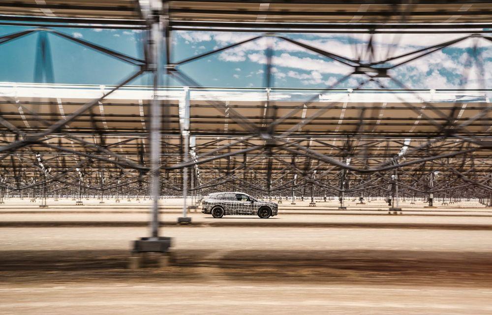 Imagini noi sub camuflaj cu viitorul BMW iNext: SUV-ul electric este testat în deșertul Kalahari - Poza 8