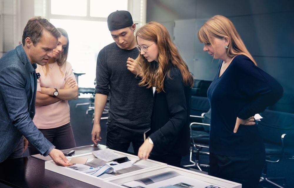 BMW a prezentat noul Concept i4: 530 CP și autonomie de până la 600 de kilometri. Versiunea de serie va fi produsă începând cu 2021 - Poza 47