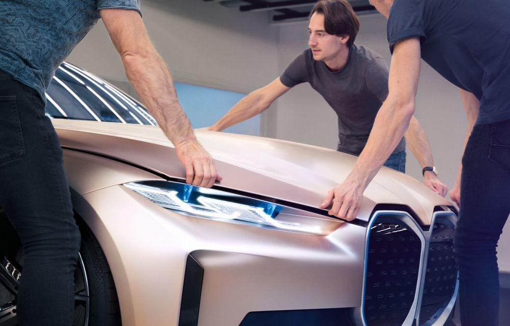 BMW a prezentat noul Concept i4: 530 CP și autonomie de până la 600 de kilometri. Versiunea de serie va fi produsă începând cu 2021 - Poza 40