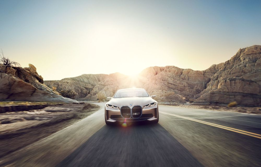 BMW a prezentat noul Concept i4: 530 CP și autonomie de până la 600 de kilometri. Versiunea de serie va fi produsă începând cu 2021 - Poza 2