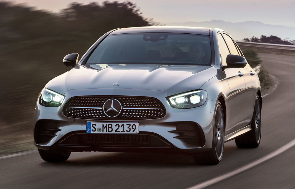 Acesta este Mercedes-Benz Clasa E facelift: modificări minore la exterior, interior cu ecrane de 12.3 inch și motorizări mild-hybrid și plug-in hybrid - Poza 1