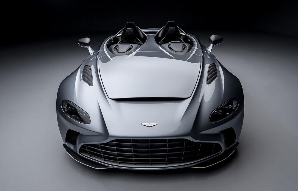Aston Martin a prezentat ediția limitată V12 Speedster: modelul fără plafon și parbriz oferă 700 CP și va fi produs în doar 88 de unități - Poza 1