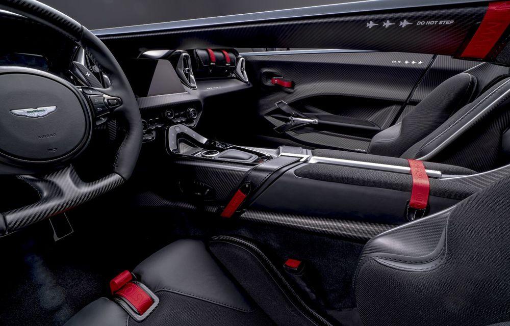 Aston Martin a prezentat ediția limitată V12 Speedster: modelul fără plafon și parbriz oferă 700 CP și va fi produs în doar 88 de unități - Poza 11
