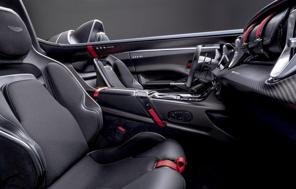 Aston Martin a prezentat ediția limitată V12 Speedster: modelul fără plafon și parbriz oferă 700 CP și va fi produs în doar 88 de unități - Poza 10