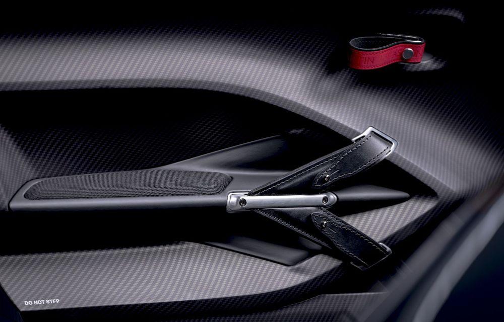 Aston Martin a prezentat ediția limitată V12 Speedster: modelul fără plafon și parbriz oferă 700 CP și va fi produs în doar 88 de unități - Poza 12