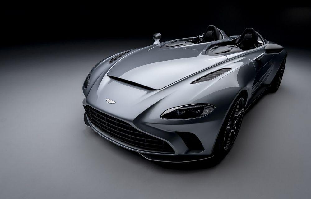 Aston Martin a prezentat ediția limitată V12 Speedster: modelul fără plafon și parbriz oferă 700 CP și va fi produs în doar 88 de unități - Poza 2