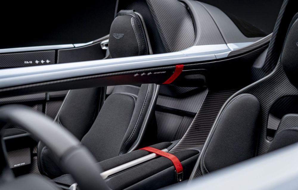 Aston Martin a prezentat ediția limitată V12 Speedster: modelul fără plafon și parbriz oferă 700 CP și va fi produs în doar 88 de unități - Poza 18