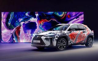 Un Lexus UX a fost transformat în art-car: SUV-ul niponilor, tatuat de un artist celebru din Londra
