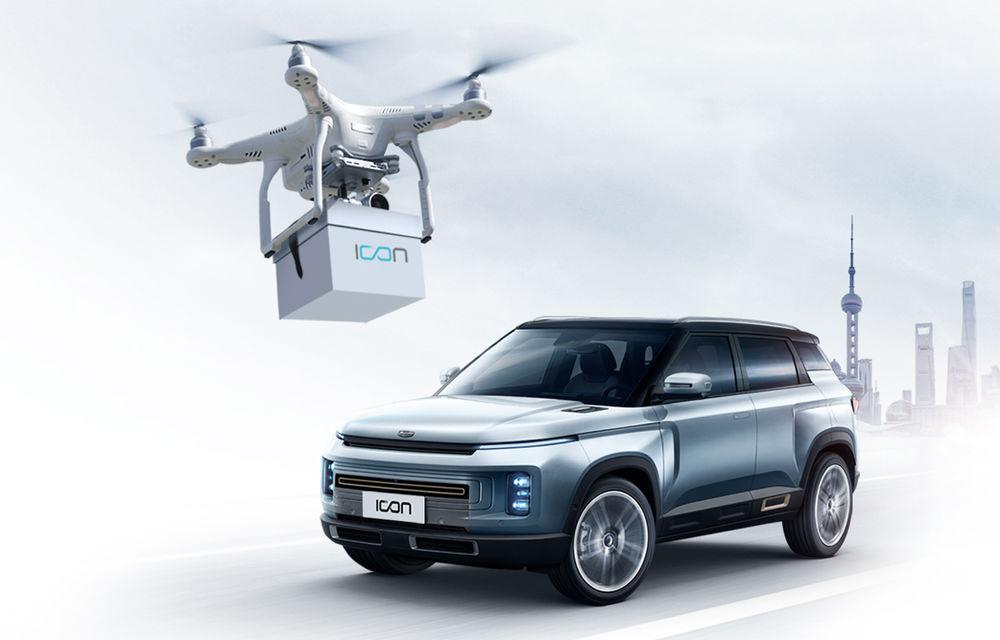 Soluție inedită pentru predarea mașinilor către clienți: Geely trimite cheile mașinii cu drona la domiciliul clientului - Poza 1