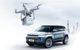 Soluție inedită pentru predarea mașinilor către clienți: Geely trimite cheile mașinii cu drona la domiciliul clientului