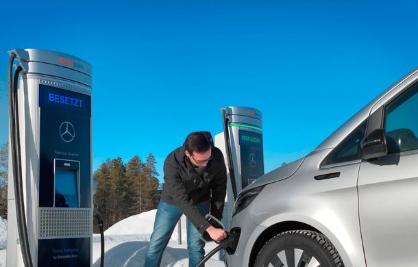 Mercedes-Benz EQV, testat în condiții extreme în Suedia: monovolumul electric cu autonomie de peste 400 de kilometri va fi lansat pe piață în a doua jumătate a anului - Poza 6