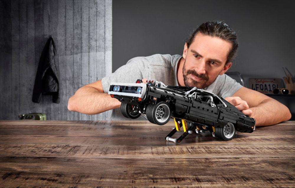Exemplarul Dodge Charger folosit de Dominic Toretto în seria Fast and Furious are și o versiune Lego: pachetul conține 1.077 de piese și este disponibil pentru precomandă - Poza 6