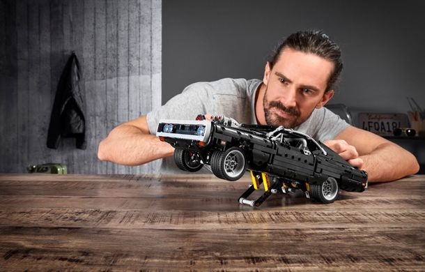 Exemplarul Dodge Charger folosit de Dominic Toretto în seria Fast and Furious are și o versiune Lego: pachetul conține 1.077 de piese și este disponibil pentru precomandă - Poza 6