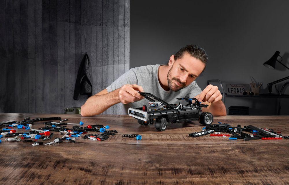 Exemplarul Dodge Charger folosit de Dominic Toretto în seria Fast and Furious are și o versiune Lego: pachetul conține 1.077 de piese și este disponibil pentru precomandă - Poza 5