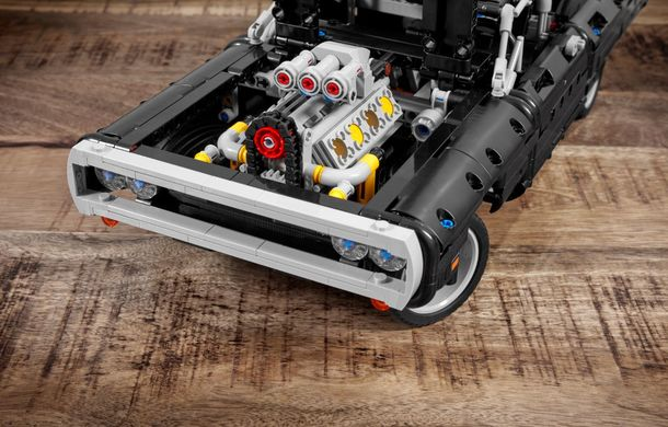 Exemplarul Dodge Charger folosit de Dominic Toretto în seria Fast and Furious are și o versiune Lego: pachetul conține 1.077 de piese și este disponibil pentru precomandă - Poza 7