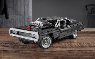 Exemplarul Dodge Charger folosit de Dominic Toretto în seria Fast and Furious are și o versiune Lego: pachetul conține 1.077 de piese și este disponibil pentru precomandă