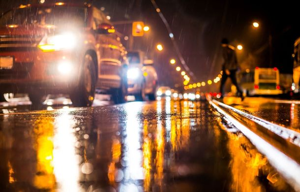 Studiu: 70% dintre șoferii români spun că se chinuie să vadă drumul atunci când conduc noaptea - Poza 1