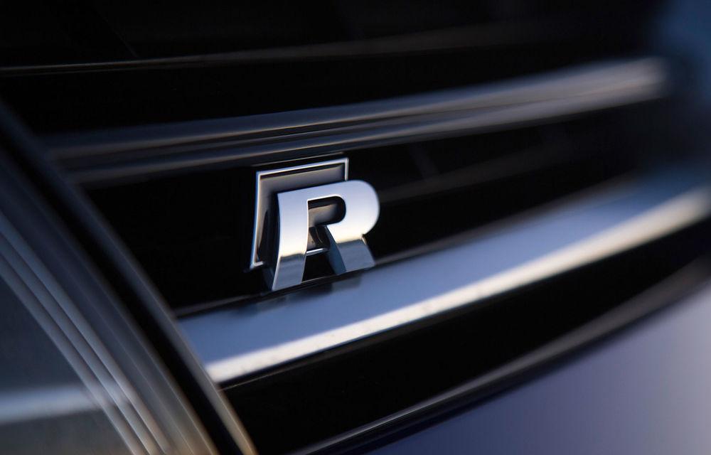 Volkswagen testează viitorul Golf R pe Nurburgring: Hot Hatch-ul va fi lansat în cursul anului și va avea 330 de cai putere - Poza 1