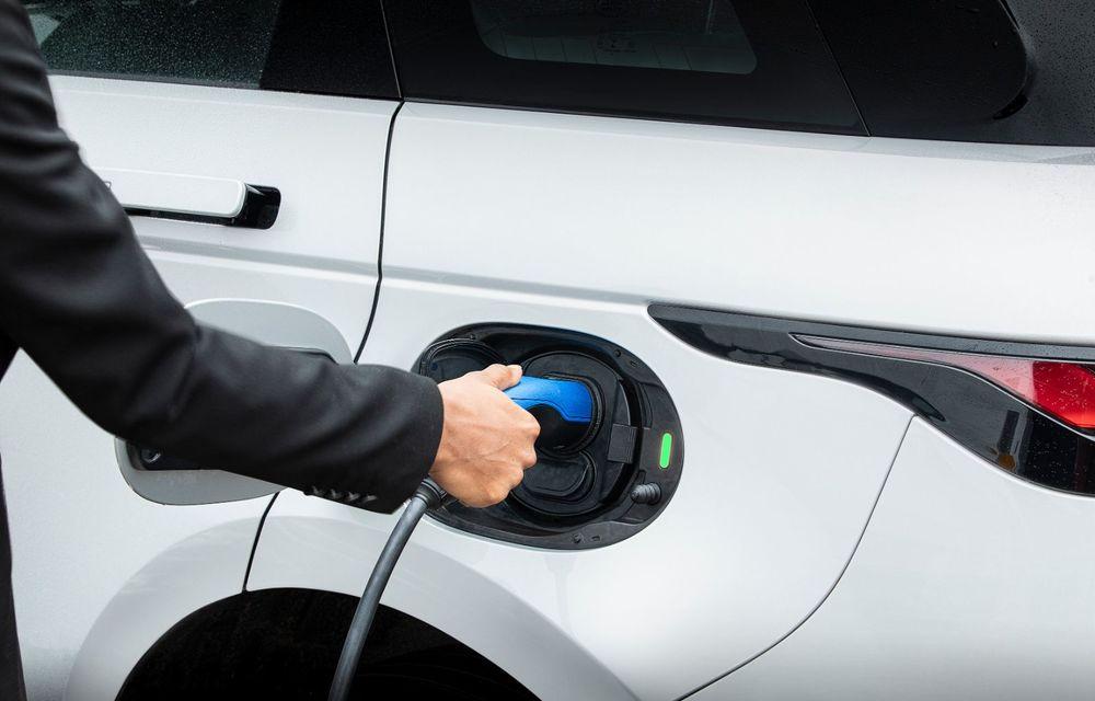 Range Rover Evoque și Land Rover Discovery Sport primesc versiuni plug-in hybrid: 309 CP și autonomie electrică de până la 66 de kilometri - Poza 12