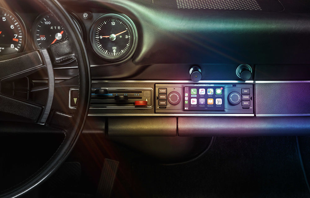 Accesorii moderne pentru vehicule clasice: Porsche introduce sisteme noi de infotainment dedicate modelelor istorice - Poza 1