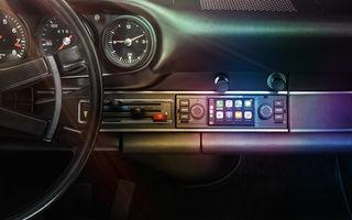 Accesorii moderne pentru vehicule clasice: Porsche introduce sisteme noi de infotainment dedicate modelelor istorice