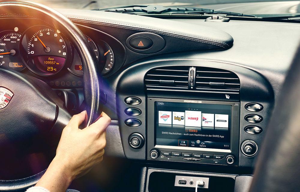 Accesorii moderne pentru vehicule clasice: Porsche introduce sisteme noi de infotainment dedicate modelelor istorice - Poza 3