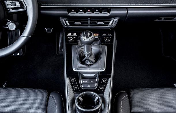 Porsche 911 poate fi comandat și în Europa cu o transmisie manuală: cutia cu șapte trepte este disponibilă pe versiunile Carrera S și Carrera 4S - Poza 3