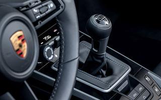 Porsche 911 poate fi comandat și în Europa cu o transmisie manuală: cutia cu șapte trepte este disponibilă pe versiunile Carrera S și Carrera 4S