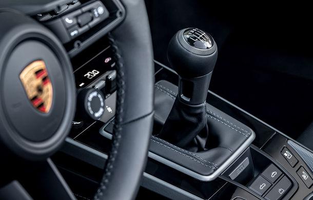 Porsche 911 poate fi comandat și în Europa cu o transmisie manuală: cutia cu șapte trepte este disponibilă pe versiunile Carrera S și Carrera 4S - Poza 1
