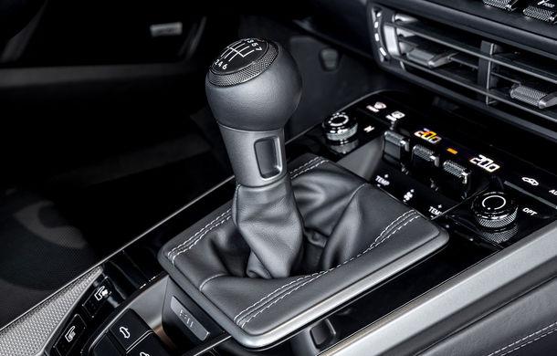 Porsche 911 poate fi comandat și în Europa cu o transmisie manuală: cutia cu șapte trepte este disponibilă pe versiunile Carrera S și Carrera 4S - Poza 2